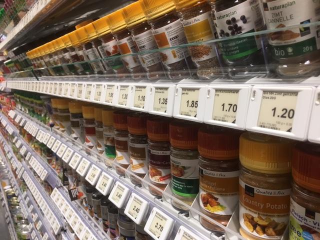 ESL in einem Supermarkt am Gewürzregal