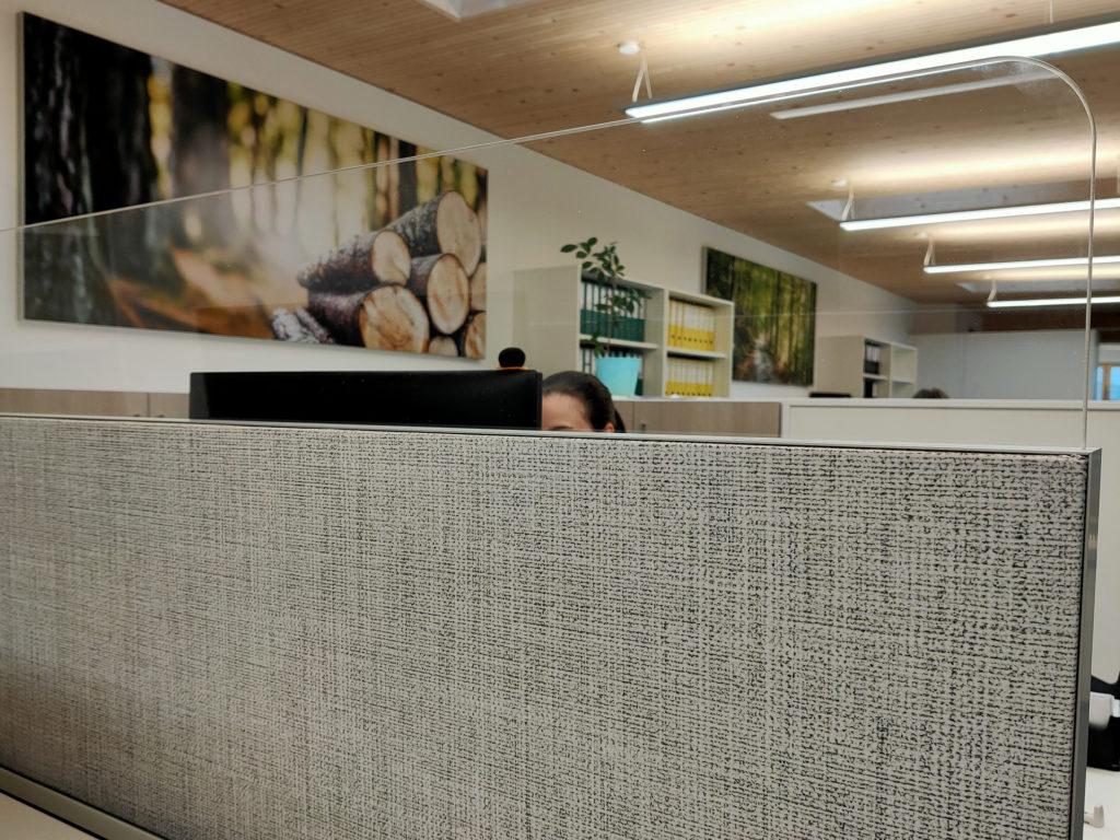 Textilspannrahmen im Büro